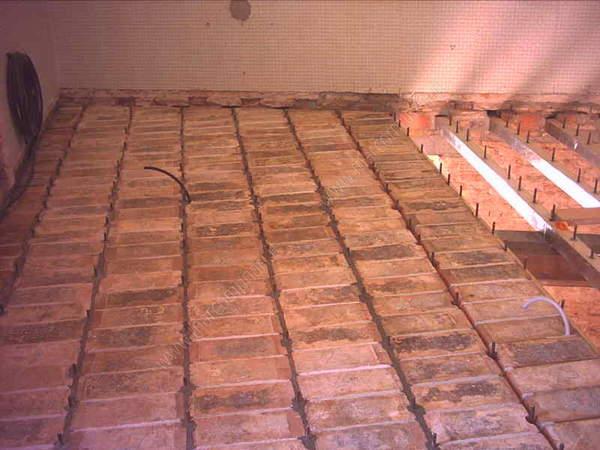 Sabbiatura soffitto mattoni costo illuminazione volte a for Costo di costruzione casa di mattoni